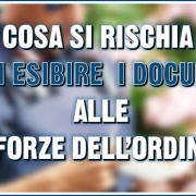 non esibire i documenti alle forze dell'ordine